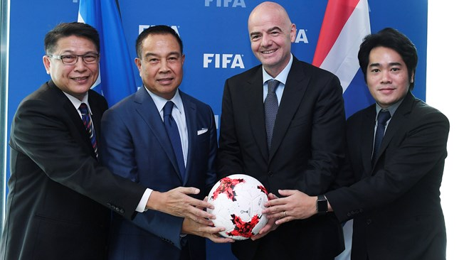 Gianni Infantino welcomes Football Association of Thailand President to FIFA HQ